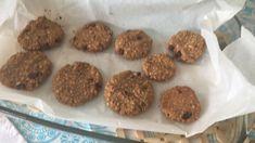Cookies Fit: 70gr aveia 3 colheres de sopa de manteiga de amendoin 1 colher sopa de mel 1 ovo 1 pitada de sal Pepitas de chocolate  Vai ao forneo a 180º 12min