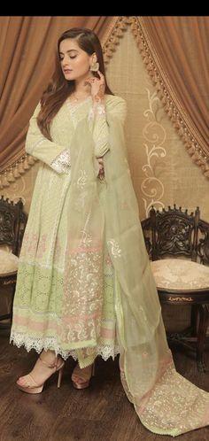 Pakistani Formal Dresses, Pakistani Dress Design, Indian Dresses, Beautiful Dress Designs, Beautiful Dresses, Frock Design, Dress Collection, Party Wear, Designer Dresses
