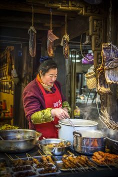 The cooking lady: An outdoor food store in Chengdu Cute Food Art, Food Art For Kids, Asian Street Food, Chinese Street Food, World Street Food, Chinese Market, China Food, Asian Recipes, Ethnic Recipes