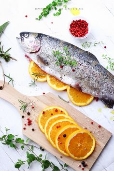 Baked Rainbow Trout  with orange and herbs...this recipe is not in English but I'm going to try to make this tonight anyway. Sounds delicious.