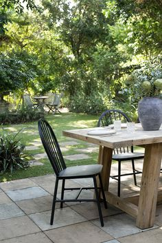 Breathing life into a charming Federation Queenslander - Cedar & Suede Outdoor Cushions, Outdoor Chairs, Outdoor Furniture Sets, Outdoor Decor, Outdoor Spaces, Australian Architecture, Australian Homes, Queenslander House, Timber Dining Table