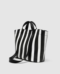 New clothes and accessories updated weekly at ZARA online. Stay in style with seasonal trends. Shoe Boots, Shoe Bag, Beautiful Handbags, Big Bags, Zara United States, Shopper, Zara Women, Daily Fashion, Tela