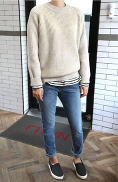 A nice casual layering look that I could also wear to work on a friday. Tomboy Fashion, Look Fashion, Fashion Outfits, Womens Fashion, Fashion Fall, Sneakers Fashion, Fashion Tips, Estilo Tomboy, Estilo Denim