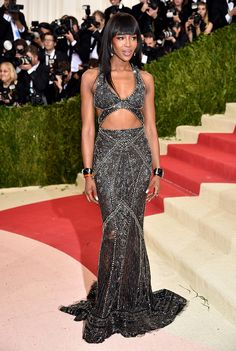 http://www.vogue.mx/vip/celebrities/galerias/la-red-carpet-de-la-met-gala-2016/4805/image/1351389
