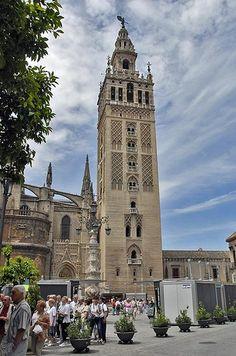 La Giralda de Sevilla ate hispano-musulman/ arte de los reinos de taifas, almoravide/ S.XII