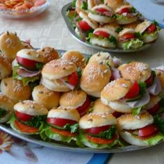 small hamburgers one bite snack for a party Party Snacks, Appetizers For Party, Czech Recipes, Ethnic Recipes, Mini Hamburgers, Sweet Recipes, Healthy Recipes, Food Platters, Food Humor