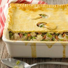 What's for dinner tonight? We're craving this Deep-Dish Chicken Pot Pie! More of our best casseroles: Modern Houses, Modern House Design, Classic Chicken Recipe, Great Recipes, Favorite Recipes, Best Casseroles, Make Ahead Meals, Empanada, So Little Time