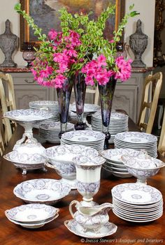 This set includes a dizzying array of serving pieces including compotes, platters, flower vases ~ the works!