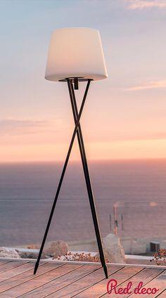 LAMPADAIRE LED : Try C150 est un lampadaire sans fil LED multicolore avec intensité variable. Cette lampe se distingue par son design moderne et épuré mais également par son autonomie de fonctionnement (jusqu'à 10h). Lampe autonome, elle apportera à votre décoration une touche tendance et originale. Elle est idéale comme lampe design, comme lampe déco ou encore pour illuminer vos fêtes. À vous de choisir ! #lampadaire #sansfil #decoration #LED #lampe #lumiere #terrasse #exterieur #decoaddict Deco Addict, Design Moderne, Tripod Lamp, Comme, San, Lighting, Home Decor, Bedroom Table Lamps, Sons