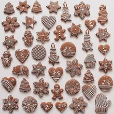 In this DIY tutorial, we will show you how to make Christmas decorations for your home. The video consists of 23 Christmas craft ideas. Galletas Cookies, Christmas Cupcakes, Christmas Sweets, Christmas Gingerbread, Christmas Baking, Christmas Cookies, Gingerbread Decorations, Gingerbread Cookies, Christmas Biscuits
