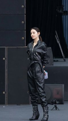 Girl Photo Poses, Girl Photos, Edgy Outfits, Fashion Outfits, Mafia Outfit, Queen Outfit, Korean Fashion Dress, Fashion Cover, China Girl