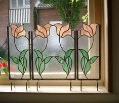 This would be perfect in our bathroom window that looks out the front of the house--some privacy without the blinds!