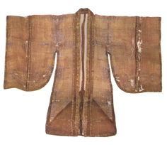 Song Dynasty. White satin gauze broad-sleeved garment. Artifact from Huang Shen's tomb of Southern Song Dynasty, Fuzhou, Fujian Province. [Figure 206 in 5000 Years of Chinese Costume.]