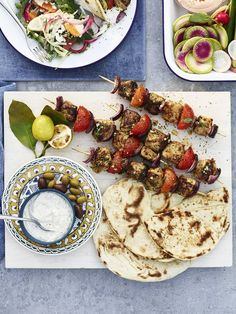 Lemon-Garlic Chicken Skewers with Granch Dipping Sauce New Recipes, Cooking Recipes, Favorite Recipes, Recipies, Healthy Recipes, Lemon Garlic Chicken, Roasted Meat, Chicken Skewers, No Cook Meals