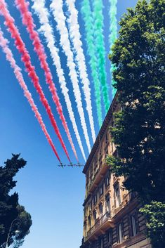Captured the perfect photograph of the display in the sky earlier for Festa della Republicca! Hope everyone enjoyed celebrating Italy's Republic Day! #iliveitaly #2giugno #festadellareppublica #rome