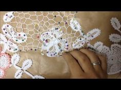 Irish lace: how to join motifs with irregular netting Irish Crochet Tutorial, Irish Crochet Patterns, Tatting Tutorial, Freeform Crochet, Thread Crochet, Crochet Motif, Doilies Crochet, Margarita Crochet, Japanese Crochet