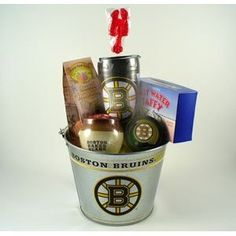 Gift set for Boston Bruins fans. Includes both Boston Bruins gear and Boston snacks. Do this for Red Sox too Fundraiser Baskets, Raffle Baskets, Gift Baskets, Hockey Gifts, Sports Gifts, Hockey Cakes, Boston Baked Beans, Boston Bruins Hockey, Boston Sports