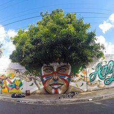 Le street art est une discipline dont l'imagination est une seule limite. Bien loin des simples graffitis, les artistes savent également jouer avec le décor