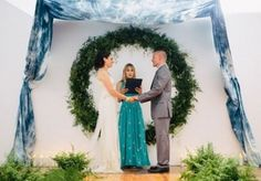 It's rather chilly outside and most of couples choose to get married inside not to get icy. For the ceremony, you'll need a cool backdrop and beautiful aisle décor, so here we are with a bunch of backdrop ideas for you!