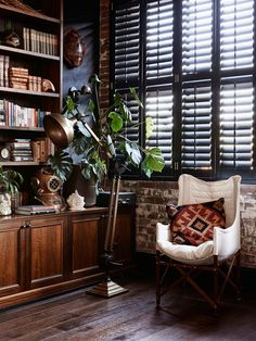 Love the dark shutters! Can do in the LR with white walls and painted white built-ins?