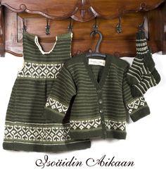 Helmen kirjoneuleasu, knitted cardigan, dress and socks
