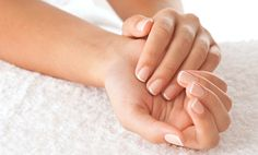 8 Manicure Tips For Younger-Looking Hands Don't let your hands give you away your age! Keep them guessing with this quick guide to the perfect at-home manicure. Manicure Tips, Manicure E Pedicure, Mani Pedi, Gel Manicures, Nail Spa, Hair And Nails, My Nails, Pale Nails, Yellow Nails