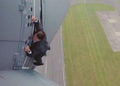 """Vídeo mostra Tom Cruise pendurado em avião para gravar """"Missão: Impossível"""" #Ator, #Brasil, #Cinema, #Filme, #Fotos, #True http://popzone.tv/video-mostra-tom-cruise-pendurado-em-aviao-para-gravar-missao-impossivel/"""