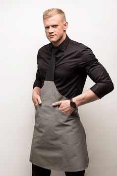 Tie-apron with a hand-tied knot and two pockets. Washable at Packed in a white cardboard gift-box. Black Tie, Black And Grey, Cardboard Gift Boxes, Leather Apron, Work Uniforms, Normcore, Fabric, Model, Cotton