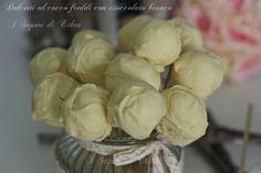 Dolcetti al cocco freddi con cioccolato bianco