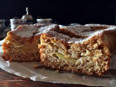 cake con farina integrale , mela e amaretti