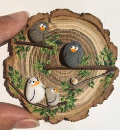 - Wood slice crafts -Deko - Wood slice crafts - 50 Amazing Painted Rocks Houses Ideas You'll Love The ultimate guide for DIY rock painting and craft ideas Stone Crafts, Rock Crafts, Fun Crafts, Diy And Crafts, Crafts For Kids, Arts And Crafts, Pebble Painting, Pebble Art, Stone Painting