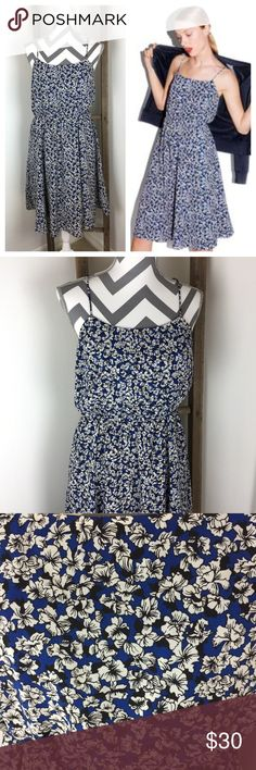 J. CREW Floral Print Dress (like new) This dress is in excellent condition! Like New! 100% polyester. Blue lining underneath. Has side pockets. Elastic waist. 42 inches long. 17 1/2 inches across the bust. Waist is 13 inches and stretches to 19. Pet free non-smoking home. Machine wash cold.                              🔹suggested user🔹fast shipper🔹                                    🔸bundle to save 15%🔸300+ items🔸 J. Crew Dresses Midi