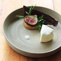 Queso Semi seco de cabra / higos / pastinaca Semi dry rond goat cheese / fig / parsnip #frenchfood #goatcheese #goat #Bavi #hanoi #vietnam #fig #parsnip  #farmtotable #thestaffcanteen #ChefsOfInstagram #chefstalk #chefstarz #f52grams #expertfoods  #lefooding #jwmarriott #gourmetartistry #gastroart #gastronogram #ontheblog  #ham #nomnom #foods4thought #gmos #bondi #eatlocal #family #ilovefood #healthyfood : @french_grill