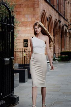 *Roland Mouret (cruise 2013) ... Eyes <3 curves . many
