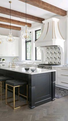 Creative Kitchen, Modern Kitchen Design, Interior Design Kitchen, Modern French Kitchen, Kitchen Designs, Classic Kitchen, Farmhouse Style Kitchen, Home Decor Kitchen, Gold Kitchen