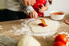 Cooking Tasks Kids Can Help With at Every Age Chefs, Clay Pizza Oven, Pizza Margarita, Running Food, Everyday Dishes, Cooking Ingredients, Food Test, Cooking With Kids, Pizza Dough