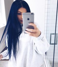 Kylie Jenner navy hair in Orlando