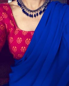 Looking for necklace to wear with sarees? Here are adorable necklace designs that you can wear from trendy to traditional sarees. Formal Saree, Saree Jewellery, Plain Saree, Plain Georgette Saree, Indian Look, Indian Ethnic, Stylish Sarees, Trendy Sarees, Blue Saree