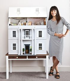 Little Linzi with her amazing dollhouse renovation for her daughter. Photography by Sam McAdam-Cooper, as featured in the July 2015 issue of INSIDE OUT magazine. Modern Dollhouse, Dollhouse Dolls, Dollhouse Miniatures, Dollhouse Ideas, Miniature Furniture, Doll Furniture, Dollhouse Furniture, Doll House Plans, My Doll House