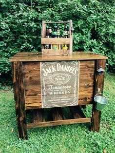 Jack Daniels wooden cooler !!! Wooden Cooler, Diy Cooler, Under The Lights, Jack Daniels, Big Project, Building Ideas, Coolers, Pallet Furniture, Picnic Table