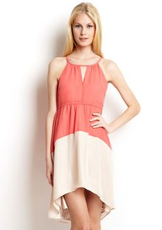 Super cute spring/summer dress. Could be dressed up or dressed down.