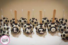 Sweet Cucas and Cupcakes by Rosângela Rolim: Pop cakes de bolas de futebol para o aniver do Enz...