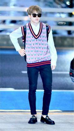 Bts Airport, Airport Style, Airport Fashion, Seokjin, Namjoon, Taehyung, Park Jimin Cute, Korean People, Bts Face