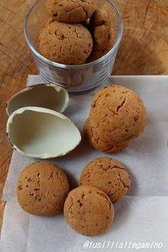 Biscotti al cioccolato con le uova di Pasqua, in particolare quelle della Kinder. E' ovvio che una quantità tal...