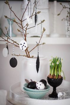 Travel to the Fullmoon Party Easter Tree, Easter Bunny, Easter Eggs, Beautiful Table Settings, Easter Holidays, Deco Table, Diy Projects To Try, Seasonal Decor, Happy Easter