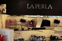 Fidenza Village: una giornata di shopping sfrenato per i saldi! - Irene's Closet - Fashion blogger outfit e streetstyle Irene, Closet, Shopping, Home Decor, Armoire, Interior Design, Home Interior Design, Closets, Wardrobes