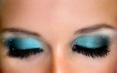 blue eye makeup with black eyeliner