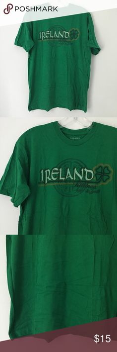"SHAMROCK IRISH ST. PATRICK'S DAY TEE SHIRT TOP !! Tee Shirt Top || Tags - ""Killiney Bar & Grill"" 