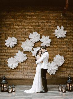 #TwoofakindRentals #ManhattanWedding #NYC #WeddingInspiration #WallFlowers #Lanterns