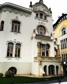 private villa in VII district. Central Europe, Budapest, Villa, Real Estate, Club, Mansions, House Styles, Building, Manor Houses